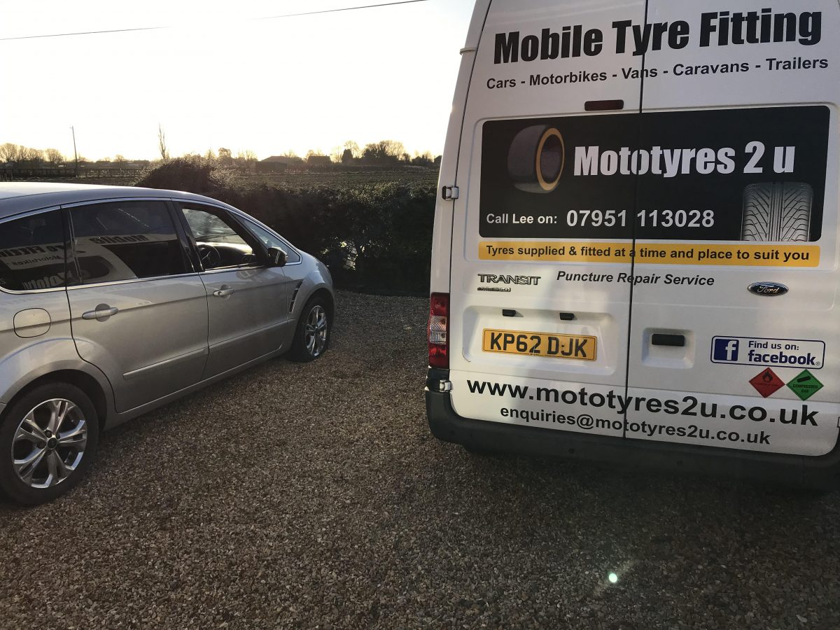 Ford SMax puncture repair mobile service in Spalding.