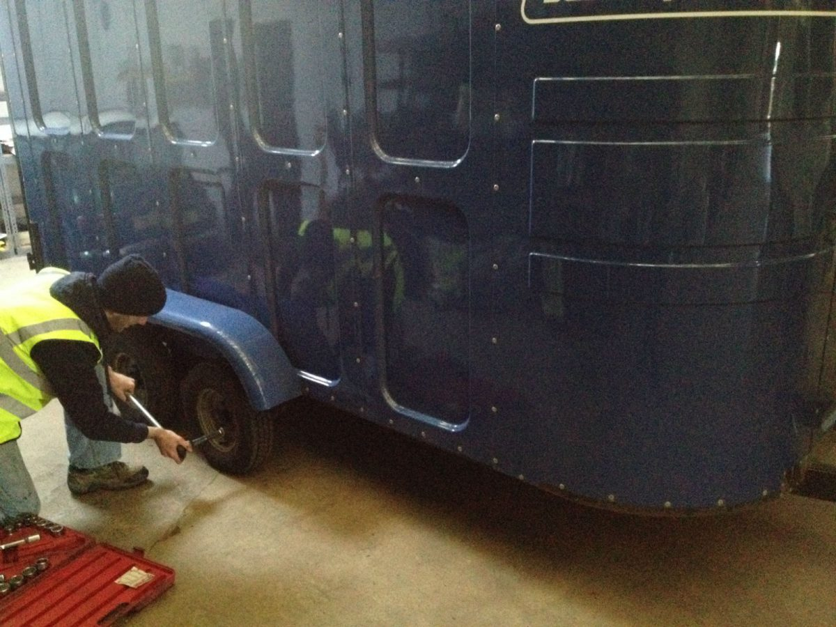 Mototyres 2 u mobile Trailer tyre fitting & Trailer tyre puncture repairs