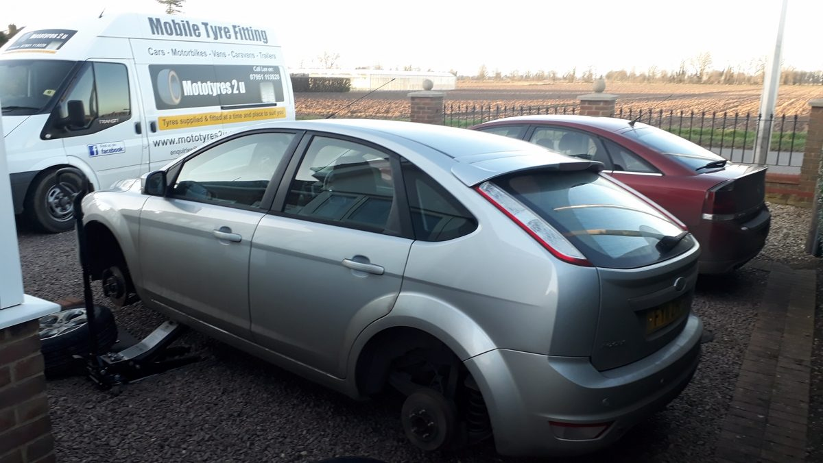 Mototyres 2 u fitting 2 new replacement tyres on Ford Focus at Long Sutton in Lincolnshire.